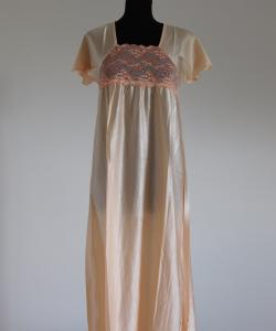 Dámská noční košile Rút D meruňka- dvoubarevná krajka